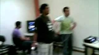 SCAP 2010 Puc Minas - S. Gabriel - alunos pagando King Kong jogando Just Dance - Wii