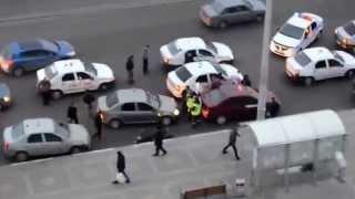 Смотреть видео Разборки на дороге Москва. онлайн