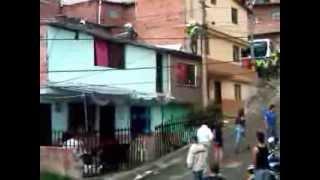 abuso de la policia , entraron a una vivienda sin orden de allanamiento