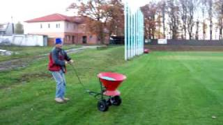 Hnojení nové trávy