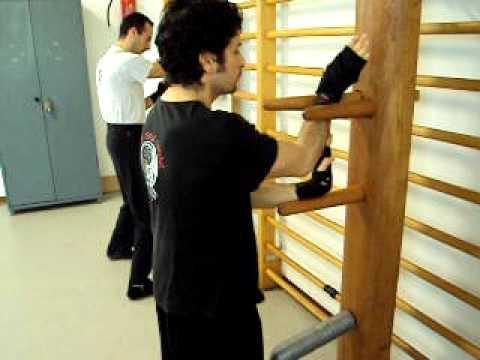 Traditional Wing Chun-Learning Wooden Dummy techniques - San Bao Kung Fu Kuan Milano