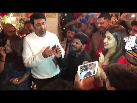 Watch Bengali actor Dev celebrating b'day