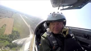 Появилось видео с печальным Порошенко в кабине МиГ 29 РЕН ТВ