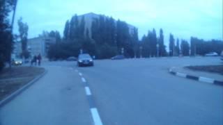 13 10 2015Саратов  т879та  УРОД пересекает двойную сплошную мост 3яДачная
