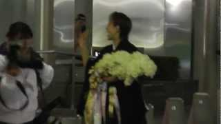2012/12/24 宝塚雪組東京公演JIN千秋楽 音月桂さんの出待ちです。 桂さ...