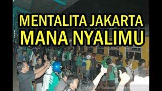 Download Video Bonek Hadang The Jak Mania Di Stasiun Pasar Turi Surabaya MP3 3GP MP4