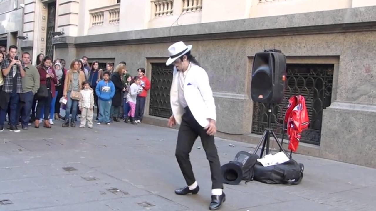 Michael Jackson en la peatonal de Rosario