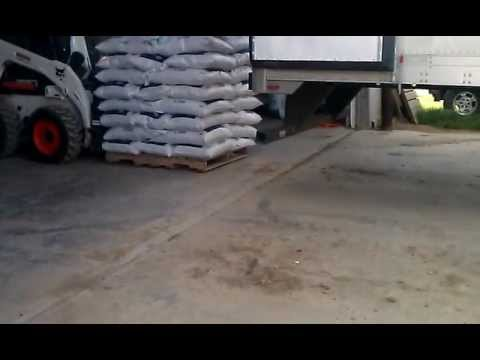 How to unload / load Tractor Trailer Pallets Without A Loading Dock