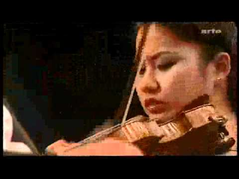 Sarah Chang plays Bruch Violin Concerto op. 26 (with James Levin) mov.1