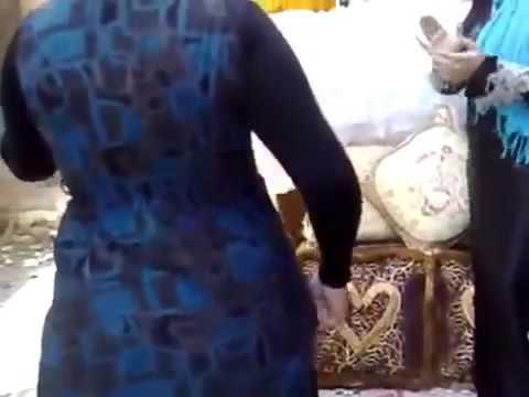 رقص مصرى فى الشارع مربربة وجسمها مثير