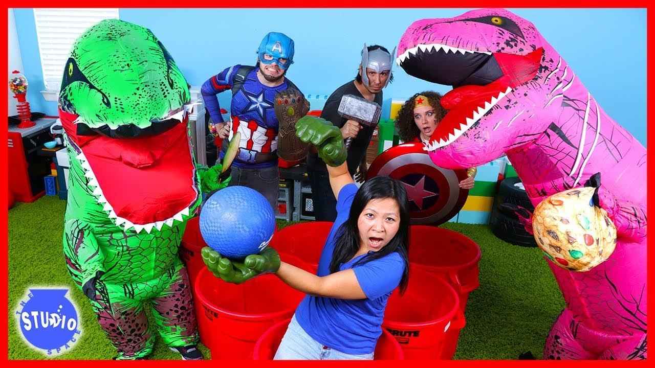 marvel-avengers-superhero-and-giant-dinosaur-t-rex-pong-challenge-boys-vs-girls