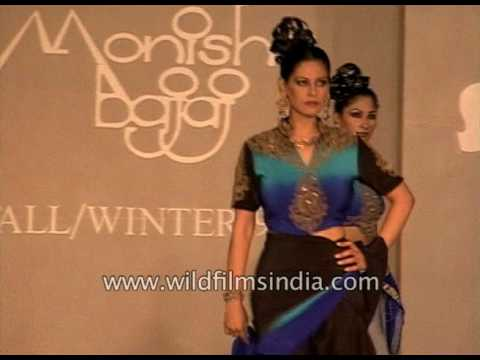 Monisha Bajaj's collection at 1990's fashion show in India : spot the budding super-model