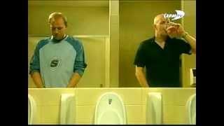 Как мужики ведут себя в туалете  Ржач