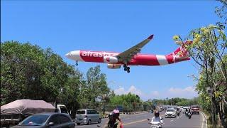 Nonton Pesawat Terbang Saat Landing Di Bandara Ngurah Rai Bali Dari Jalan Raya B