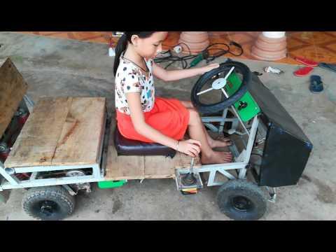 Dạy bé lái ôtô _baby driving car 1