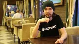 Иван Алексеев, лидер группы Noize MC, читает 'Нате!' Владимира Маяковского