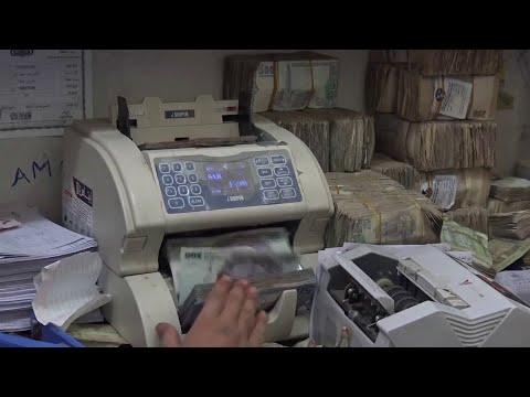 البنك المركزي في عدن يمنع شركات الصرافة من بيع وشراء العملات الأجنبية