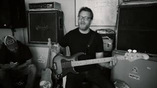"""RED FANG – Funny How-To with Aaron Beam (Bass Tutorial for """"I Am A Ghost"""")"""