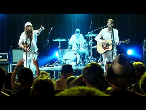 Friska Viljor - Arpeggio (Live at Rock For People 2013)