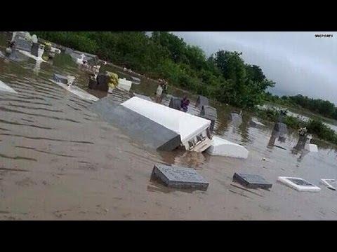 caskets float as devastating floods hit louisiana youtube