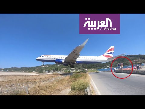 تفاعلكم | فيديو مرعب لهبوط طائرة قرب رؤوس سياح