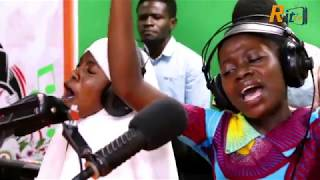 These girls are really gifted..EMILY GYAN & ADEPA SHEILA @ Metro 94.1FM Live Worship