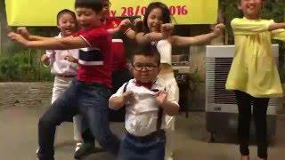 Kendinden Geçip Hunharca Dans Eden Sevimli Çocuk! ( Extremely Funny Kid Dance! )