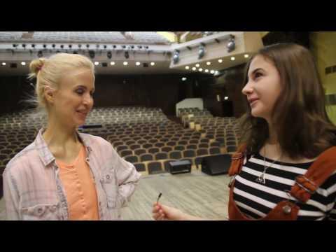 Мирослава Карпович учит Педана и Притулу иностранным языкам. Не вошедшее в программу