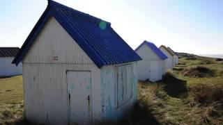 Au milieu des dunes : les cabines de plage de Gouville sur mer