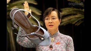 Nhân ngày 20-10, cô Nguyễn Thùy Dương  đã tặng mụ Nguyễn Thị Quyết Tâm một chiếc giày ném vào mặt.