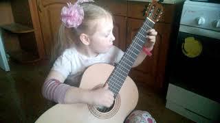 С Днём Победы! ТЁМНАЯ НОЧЬ маленькая девочка играет на гитаре