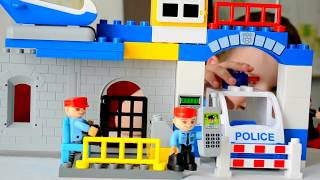 ЛЕГО ИГРУШКИ ДЛЯ ДЕТЕЙ ВИДЕО. КОНСТРУКТОР. Смотреть онлайн  Машинки лего полицейский участок.