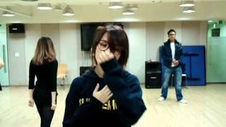Gambar cover IU(아이유) - GOOD DAY practice film
