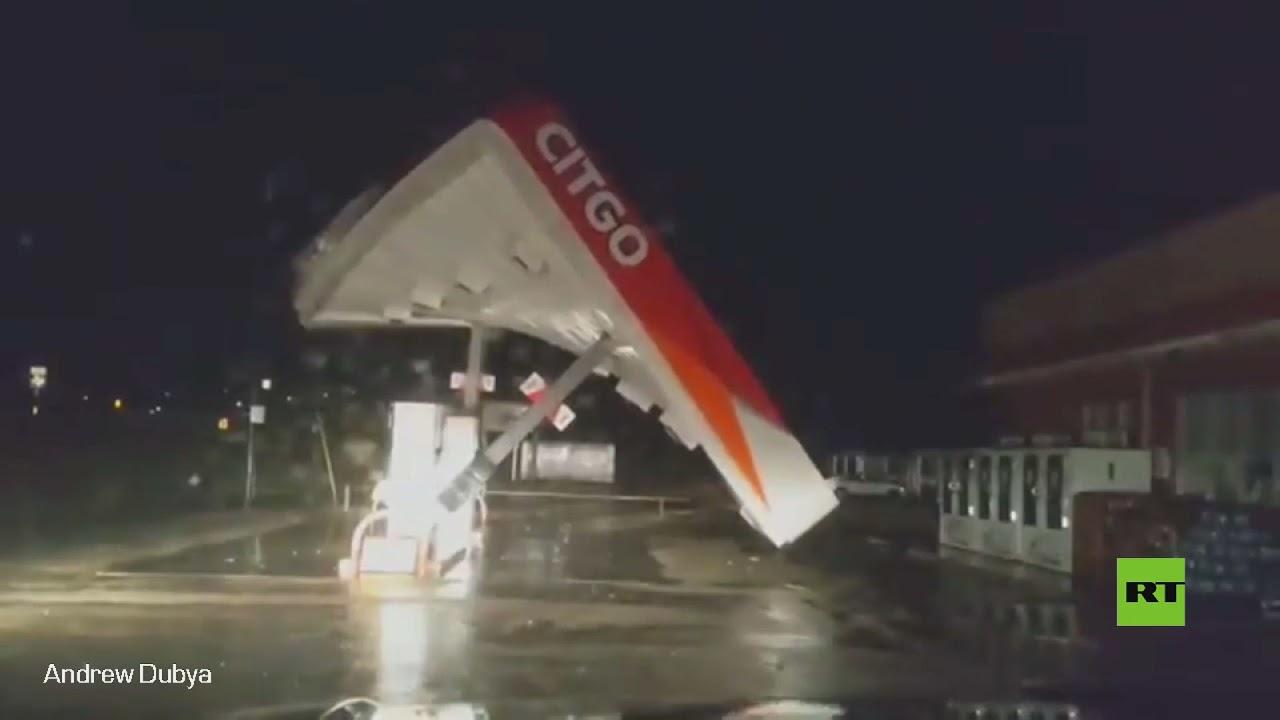 شاهد.. عاصفة نيكولاس تسقط محطة وقود في ولاية تكساس الأمريكية