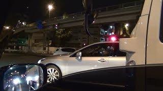 無線が鳴きサイレンが吠える!警護車、パトカー、覆面が緊急走行などで街中を疾走!