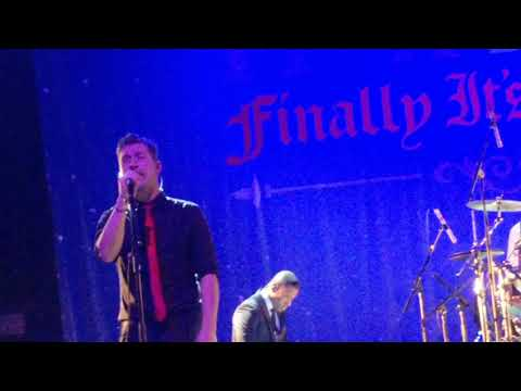 Hanson - have yourself a merry little Christmas ( finally it's Christmas tour) Manchester 2017