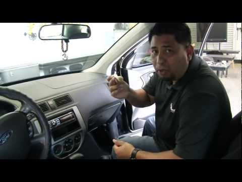 small-vent-&-dash-brush---detail-brush-for-car-detailing-and-wash