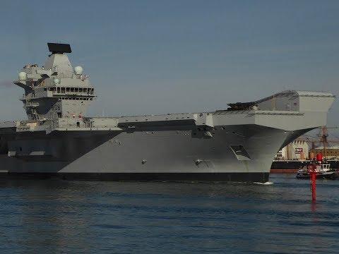 HMS Queen Elizabeth departure + horn echo (Portsmouth, Spinnaker Tower)