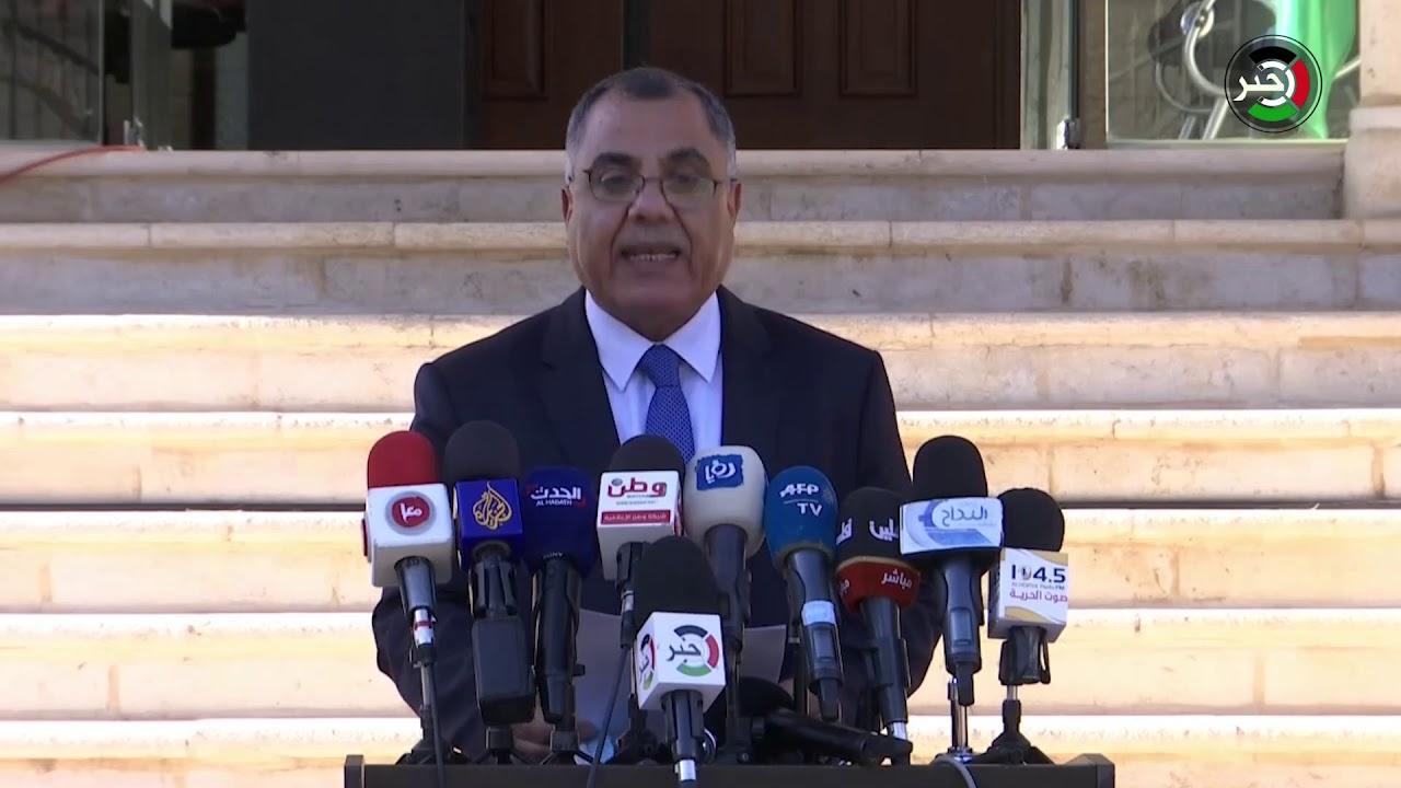 الناطق باسم الحكومة الفلسطينية إبراهيم ملحم يُعلن إجراءات جديدة ويتحدث عن رواتب الموظفين