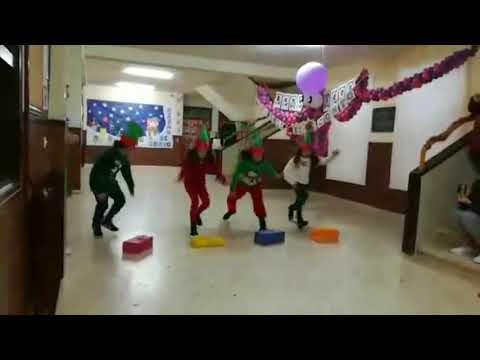 Os alumnos do Ceip Monseivane de Vilalba celebran polo alto o Nadal