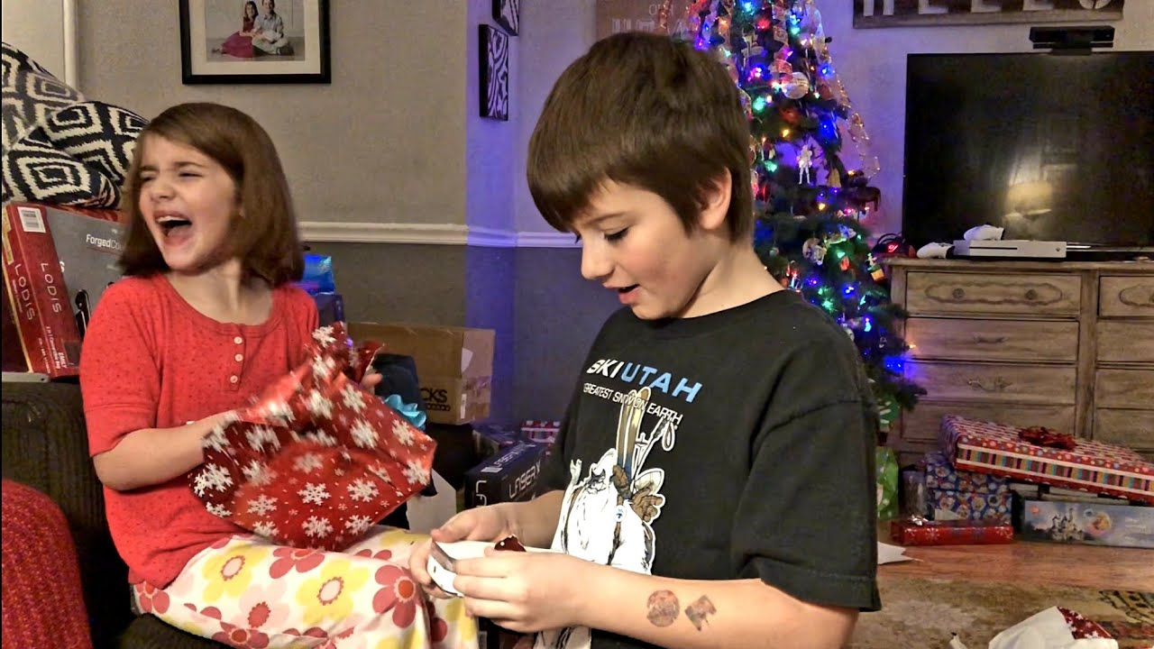 Kid\'s Christmas Morning Presents Opening With A Disneyland Trip ...