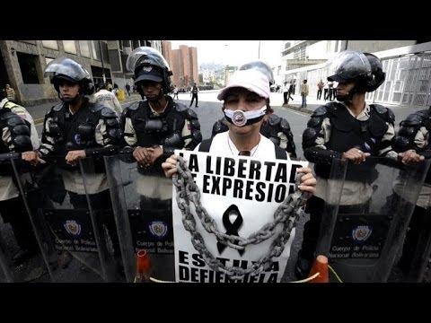 Venezuelan newspaper workers protest paper shortage