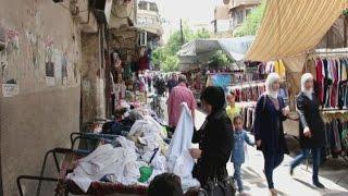 سوق الملابس المستعمل حل لغلاء المعيشة بدمشق