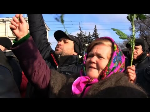 Moldova protesters want new elections called by Thursday