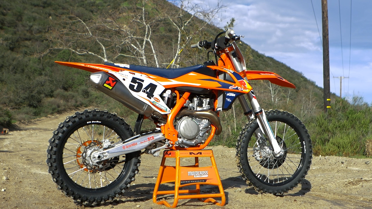 first ride 2017 ktm 450 sxf factory edition - motocross action