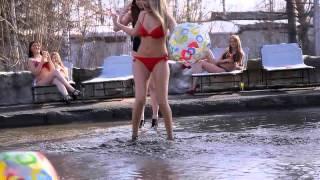 Девушки обнажились против луж в Новосибирске.(, 2015-04-13T17:48:51.000Z)