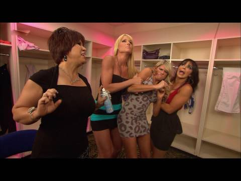 WWE Superstars: Kelly Kelly is confronted in the Divas