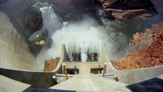 Dual spillway gate test at Roosevelt Dam