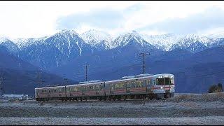 朝陽の中央アルプスとJR飯田線(冬)