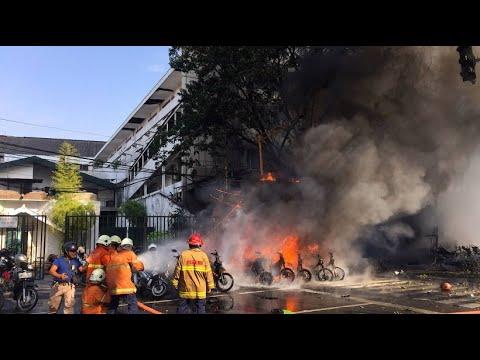 Selbstmordanschläge auf Kirchen in Indonesien